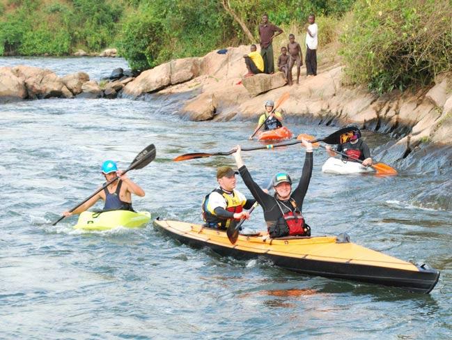 Rafting kajakiem skłądanym na Białym Nilu